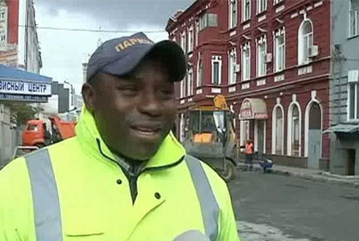 Лучшей бригадой дорожных рабочих Харьковщины оказались выходцы из Африки