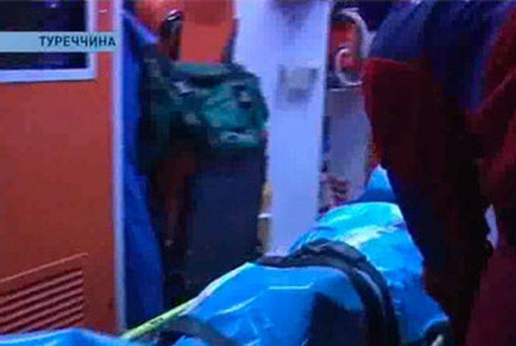 Пострадавшие от землетрясения в Турции вторые сутки живут в палатках