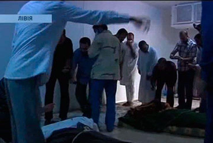 Тело Муамарра Каддафи для погребения вывезли в пустыню