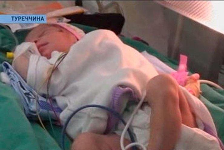В Турции из-под завалов достали мать с новорожденным ребенком