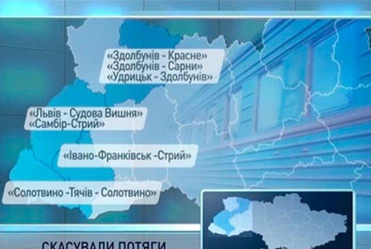 Львовская железная дорога отменила ряд пригородных поездов