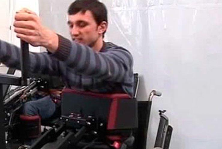 Турецкие ученые разработали устройство, помогающее парализованным людям