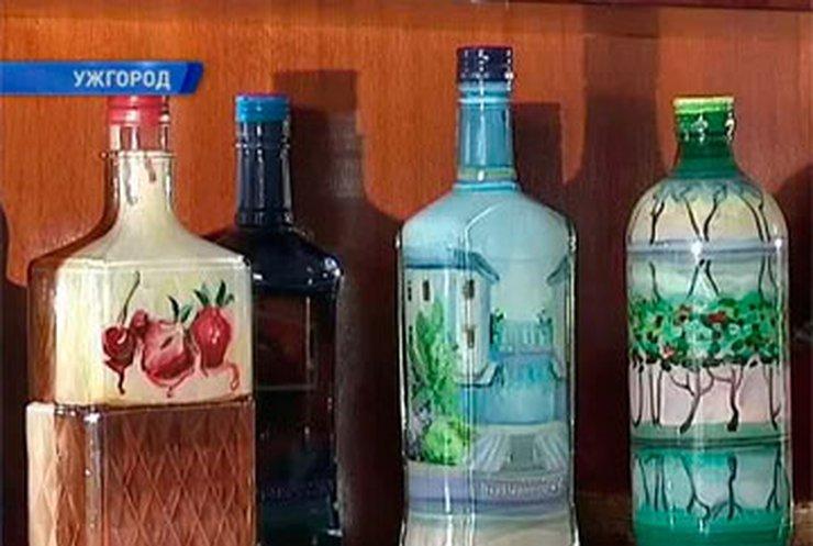 Ужгородская художница создает уникальные картины внутри бутылок