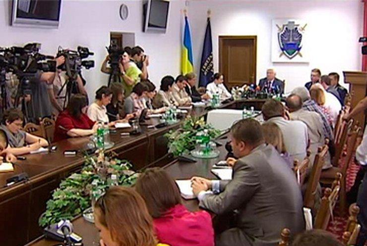 Прокуратура отказалась возбуждать дело из-за синяков Тимошенко