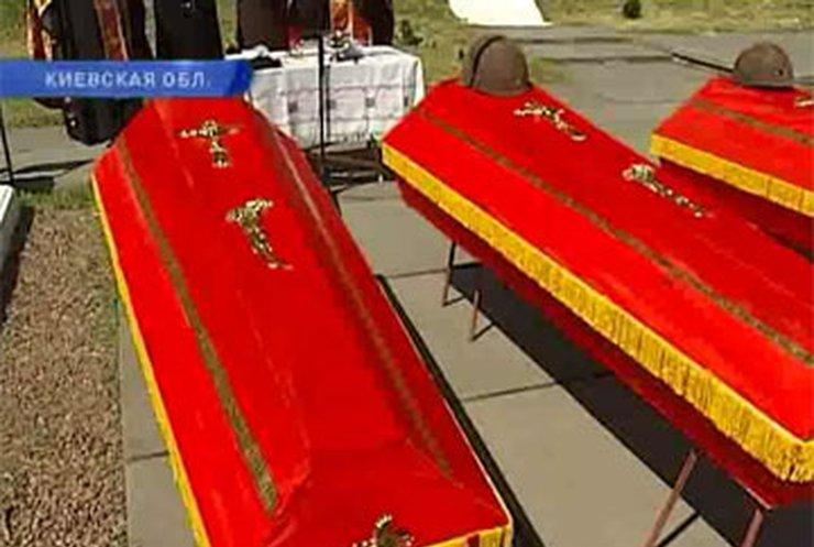В Киевской области перезахоронили останки 30 бойцов Красной Армии