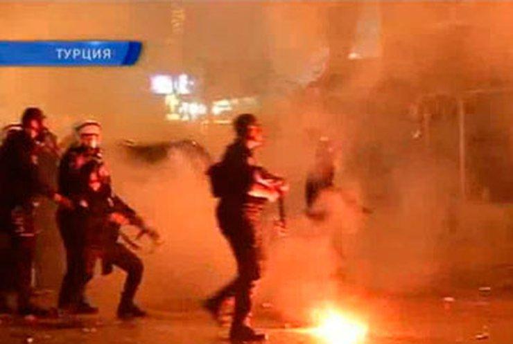 """После игры """"Галатасарая"""" в Стамбуле начались массовые беспорядке"""