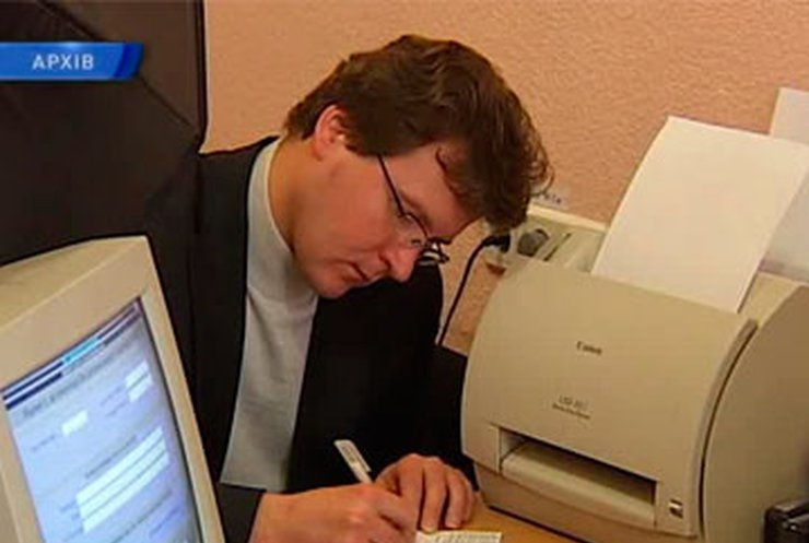 Янукович ветировал закон о регистрации украинцев