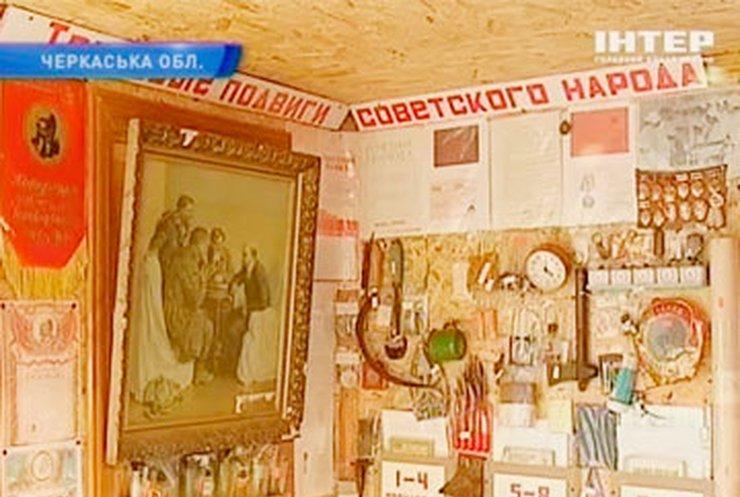 Пенсионер из Черкасс создал у себя во дворе музей СССР