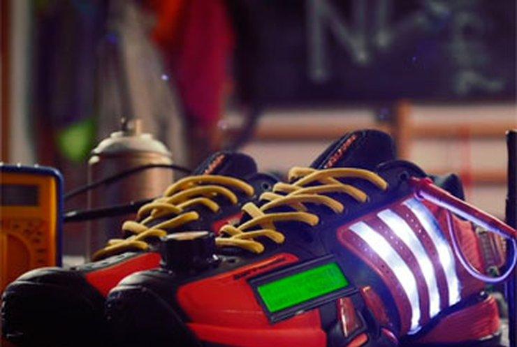 Twitter встроили в кроссовки Adidas