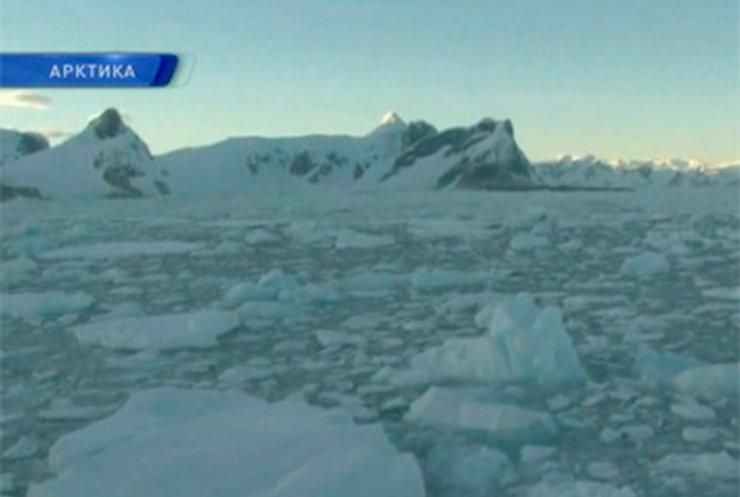 Украинцы по-прежнему остаются в ледяной ловушке в Арктике
