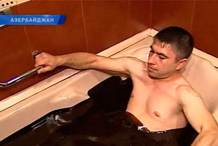 Азербайджанские врачи лечат пациентов нефтью