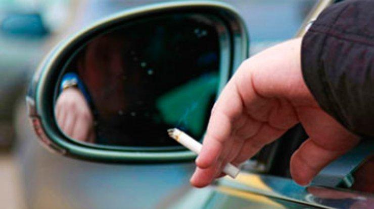 Курение в машине убивает малышей