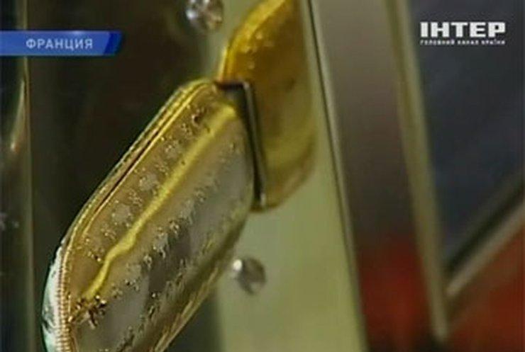 Во Франции компьютерную технику украшают золотом и камнями