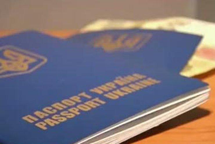 Житель Запорожья через суд доказал, что тарифы на загранпаспорта завышены