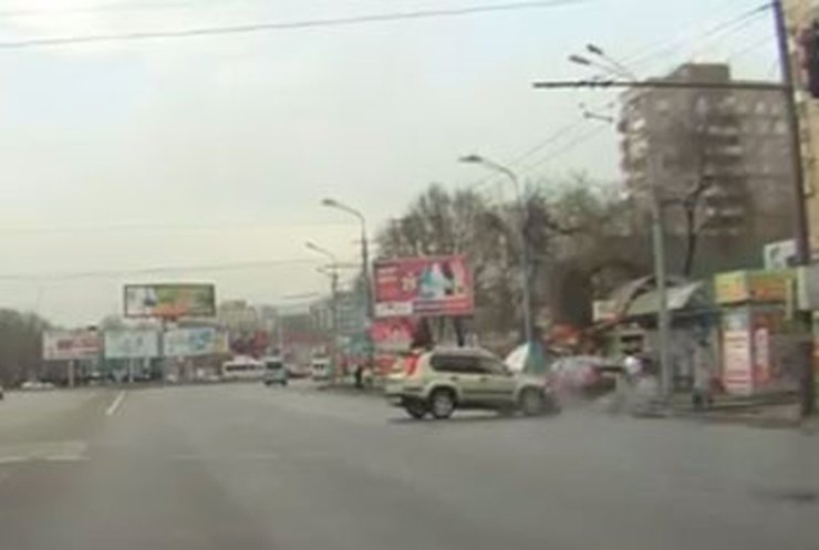 Количество погибших в ДТП в Днепропетровске увеличилось до пяти (видео)
