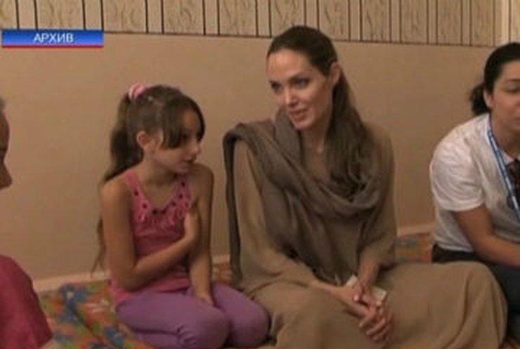 Хирурги удалили Анджелине Джоли молочные железы