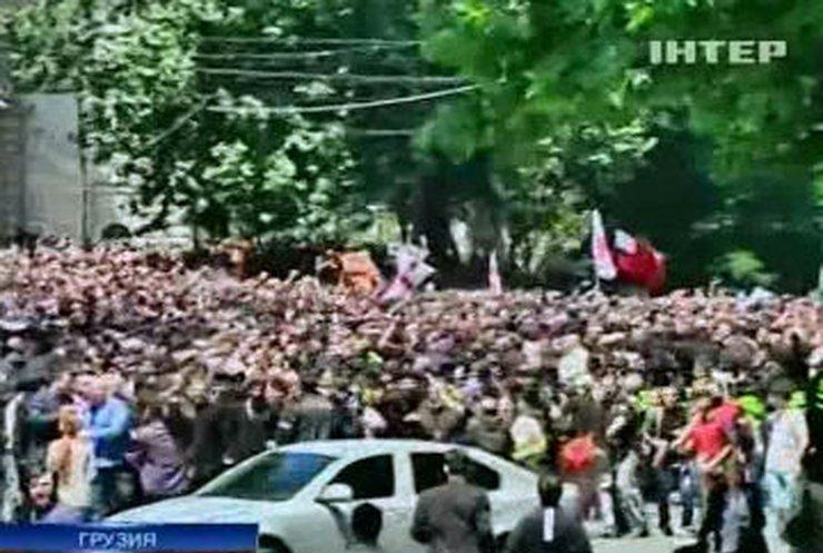 """В Тбилиси гомофобы """"победили"""" гей-парад"""
