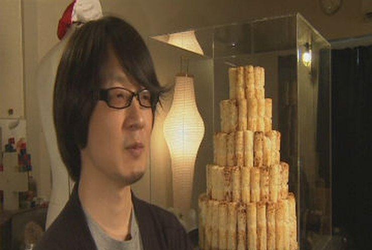 Японец вырезает лик Будды на батончиках