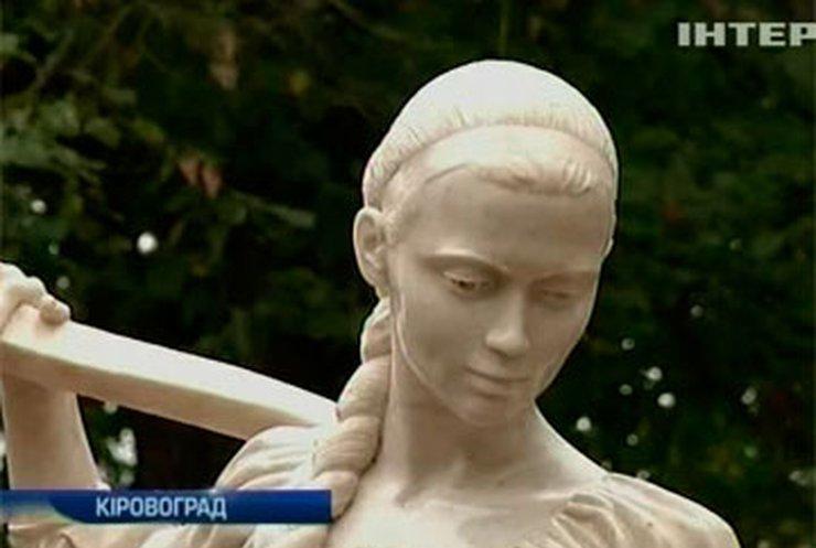 В Кировограде появилась скульптура Наталки Полтавки