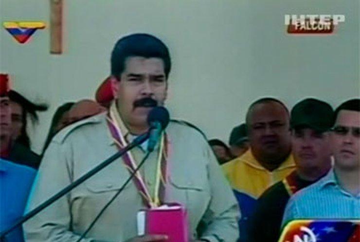 Президент Венесуэлы выдворил трех американских дипломатов
