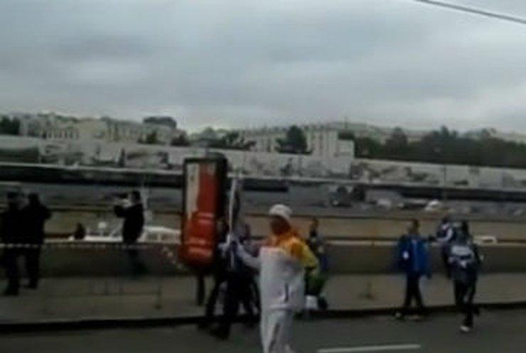 Олимпийский огонь вновь погас
