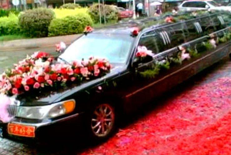 Китайский чиновник лишился работы из-за пышной свадьбы сына