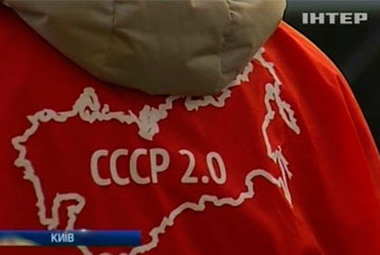 Под Администрацию президента пришли православные, требующие нового СССР