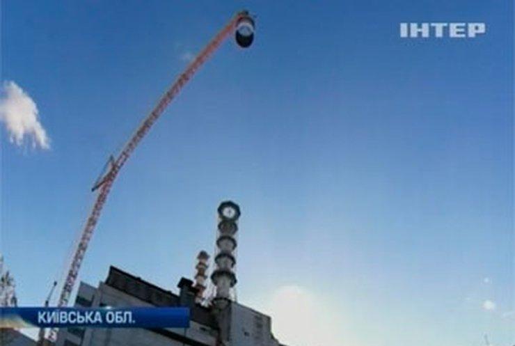 На Чернобыльской АЭС демонтируют гигантскую вентиляционную трубу