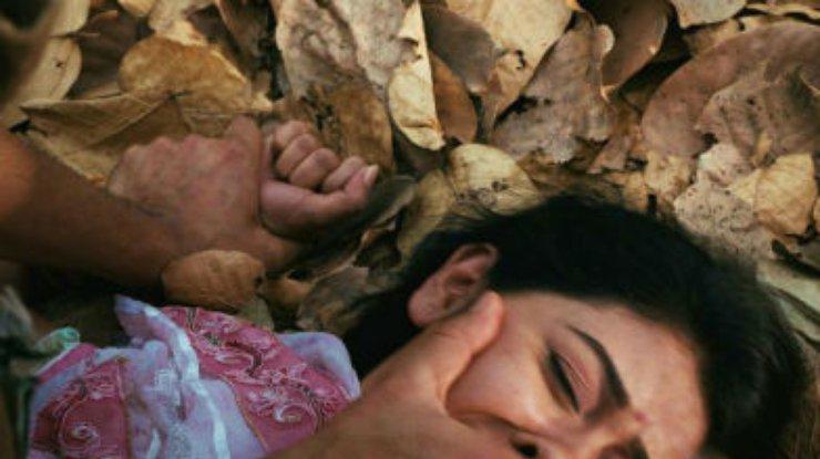 Изнасивовали девушку видео фото 93-563