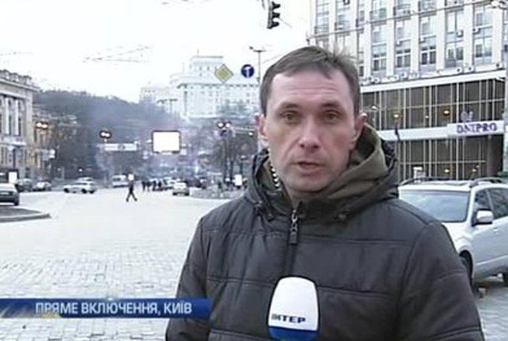 Протестующие продолжают атаки на работников милиции