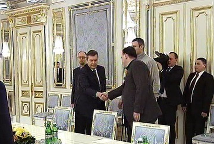 Янукович выразил соболезнование семьям погибших во время событий на улице Грушевского