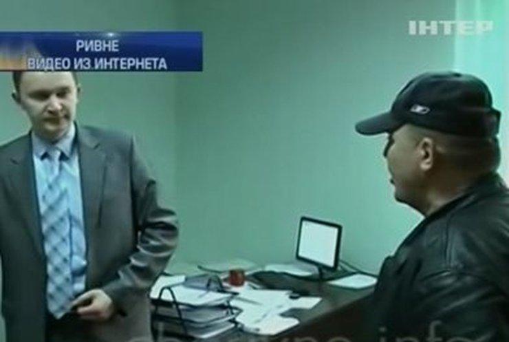 """Саша Белый """"поговорил"""" с сотрудником прокуратуры"""