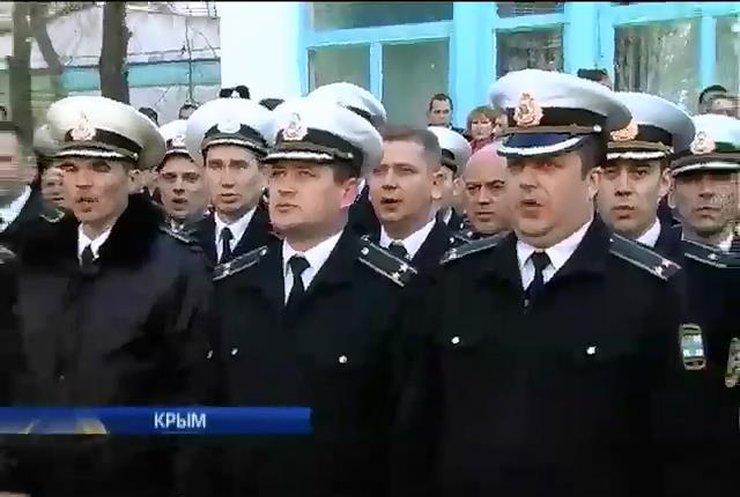 Российские военные продолжают блокировать крымские части