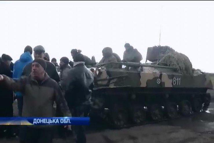 Жители Донеччины заблокировали движение днепропетровской военной техники