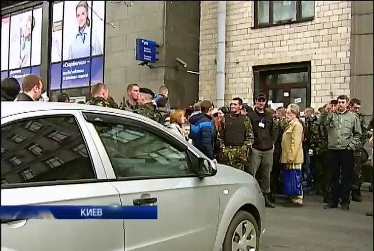На Крещатике пикетировали отделения российских банков