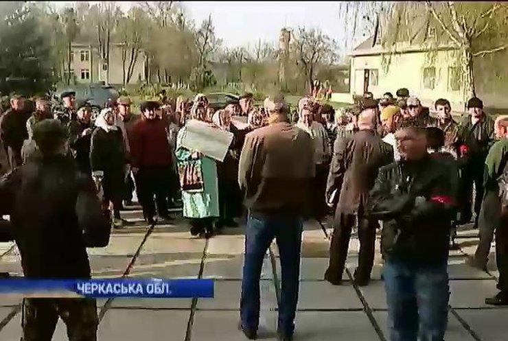 Черкасские селяне протестуют против российского арендатора