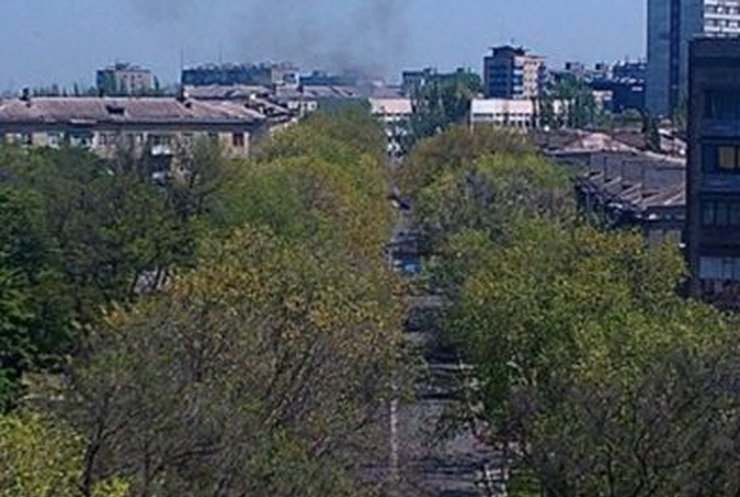 В центре Мариуполя горит БМП (фото, видео)