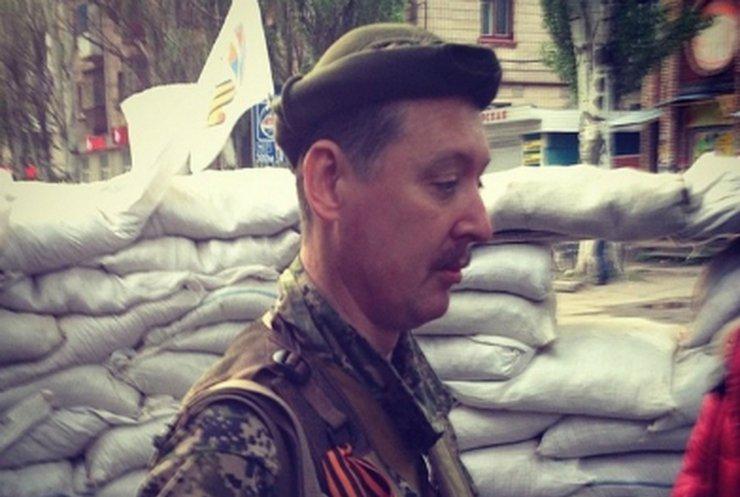 """Диверсант """"Стрелок"""" жалуется, что на Донбассе не хотят сражаться и зовет женщин (видео)"""