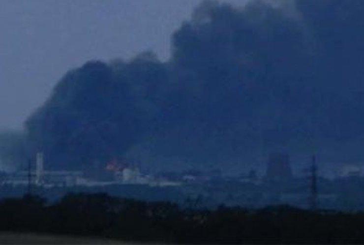 В Лисичанске горит нефтеперерабатывающий завод (фото, видео)