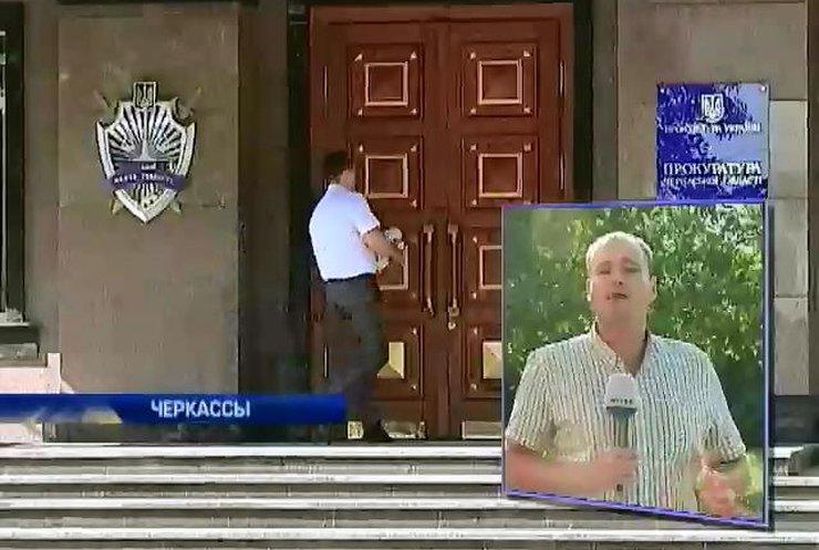 Прокурор из Черкасс прячется от люстрации в больнице (видео)