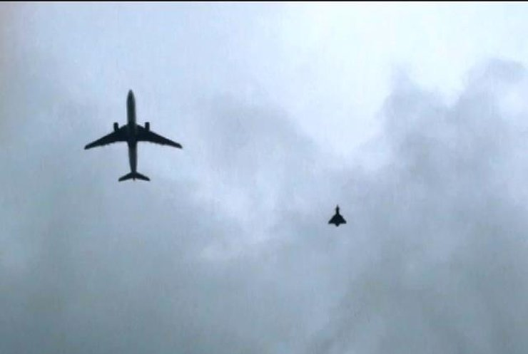 Британські винищувачі супроводили до Манчестера літак через загрозу теракту