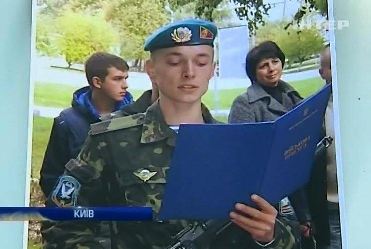 Родичам загиблого десантника видають довідки, що їх син не був на війні (відео)