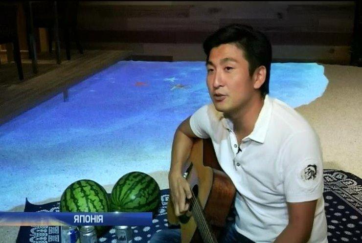 Японська фірма зробила для співробітників пляж у офісі (відео)