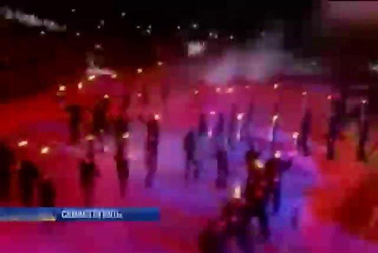 Российские байкеры выстроились в фигуру свастики в прямом эфире