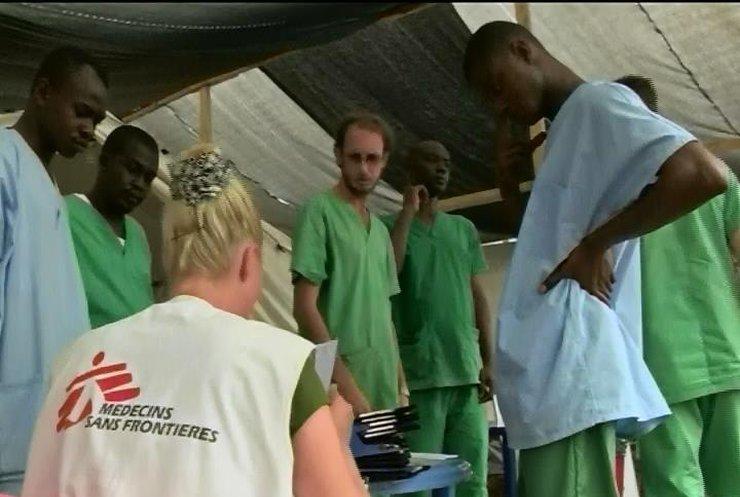 США передали Ліберії медикаменти для боротьби з лихоманкою Ебола