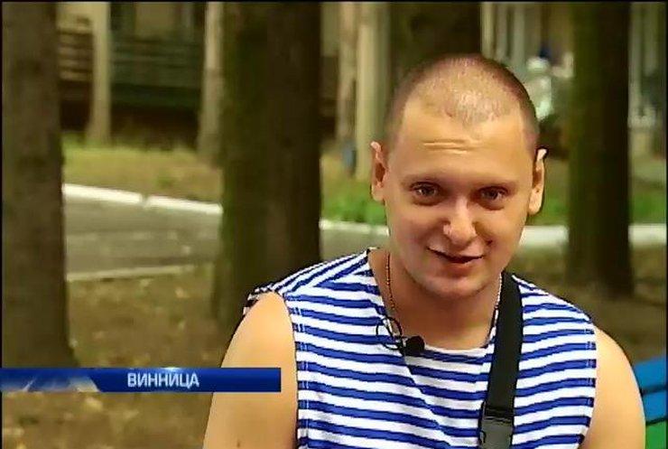 Раненый Владислав Кузнецов спас товарищей ценой собственной руки (видео)