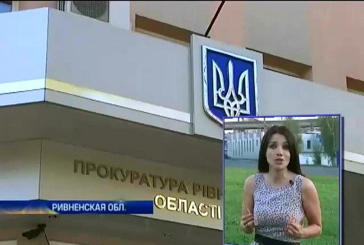 Милиционер Михаил Бузинарский обстрелял прохожего в Ровно (видео)