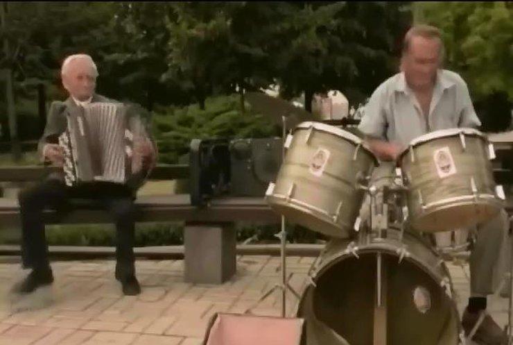 Дідусі зіграли рок-н-ролл посеред окупованого Донецька