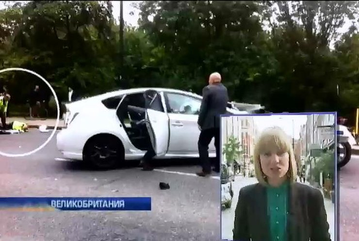Кортеж принца Гарри на скорости врезался в такси: пострадал мотоциклист (видео)
