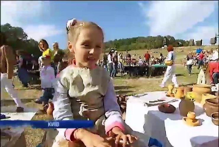 """У Пирогові пройшов благодійний фестиваль """"Свої Україна-Грузія"""""""